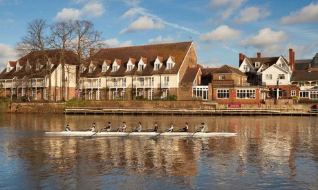 Surrey: Classic Double Roomfor Two with Breakfast and Wine at Mercure London Staines upon Thames
