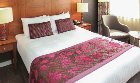 Exeter: Classic Room for Two with Breakfast and Wine at 4* Mercure Southgate Hotel and Spa